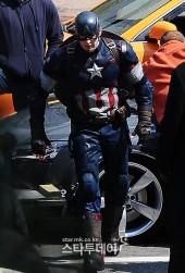 Captain-America-Duds-Filming-Avengers-10-Geekster.ru_