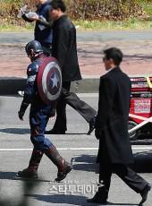 Captain-America-Duds-Filming-Avengers-11-Geekster.ru_