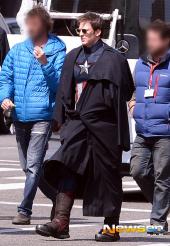Captain-America-Duds-Filming-Avengers-13-Geekster.ru_
