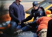 Captain-America-Duds-Filming-Avengers-9_2-Geekster.ru_