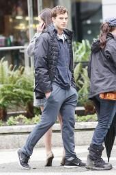 Jamie Dornan jogs on 'Fifty Shades Of Grey' set **NO Canada, Australia, New Zealand, Germany, Austria**